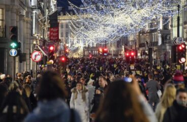 Christmas Gatherings Cancel and London Shops Close Over COVID
